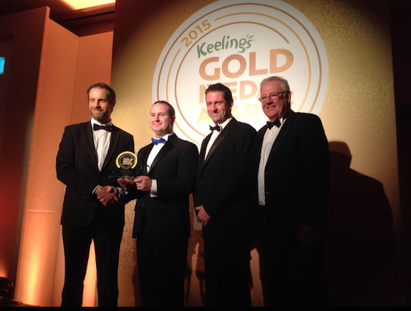 Alan Smullen presented with the award for Ireland's City Hotel of the Year 2015