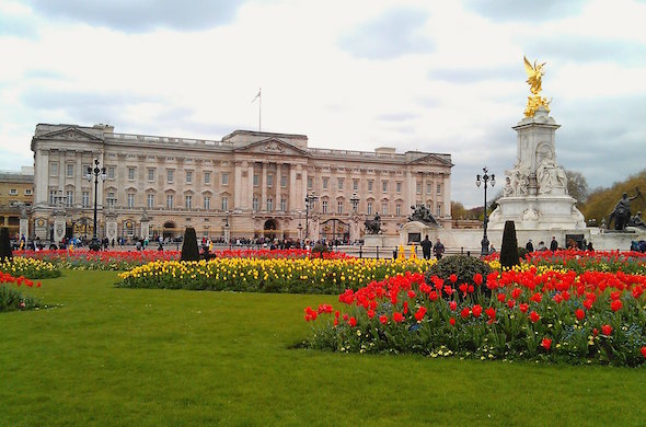 celebrating the queens 90th birthday with the kensington and the doyle collection buckingham palace exterior shot
