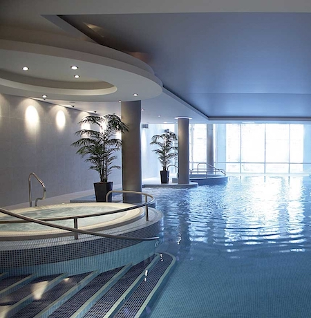 Have a healthy break in Cork at The River Lee, with its own high tech gym, swimming pool, hot tub and sauna.